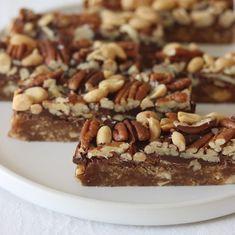 Daddelbarer - Maria Vestergaard Healthy Cake, Healthy Treats, Tiramisu, French Toast, Peanuts, Breakfast, Ethnic Recipes, Desserts, Healthy Meatloaf