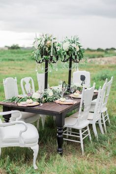 Creative tablescape: http://www.stylemepretty.com/2014/10/31/elegant-halloween-wedding-inspiration/ | Photography: Awake Photography - http://www.awakephotographers.com/
