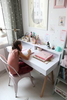 Little Girl Bedrooms, Bedroom Decor For Teen Girls, Kids Bedroom Sets, Study Room Decor, Room Decor Bedroom, Diy Room Decor, Girl Desk, Girl Room, Study Table And Chair