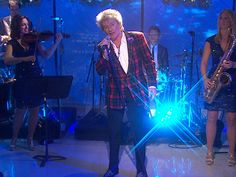 Rod Stewart performs 'Let It Snow' for Studio 1A at #Rockefeller #Center on 11/29/12