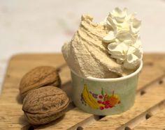 La stagione del gelato sta per tornare e il gelato alle noci è un gusto perfetto per concludere l'inverno con un alimento sano come le noci...