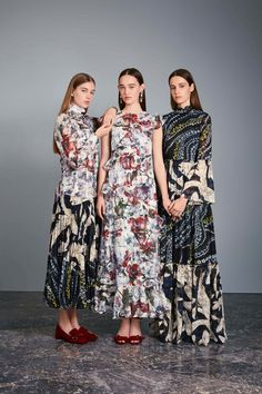 Erdem Resort 2017 Fashion Show Fashion Week, Fashion 2017, Runway Fashion, Fashion Show, Fashion Dresses, Fashion Looks, Fashion Design, London Fashion, Casual Day Dresses