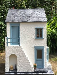 Beautiful miniature house with clean lines & great colour combination Clay Houses, Stone Houses, Miniature Houses, Paper Houses, Doll Houses, Miniature Dolls, Pottery Houses, Doll House Crafts, Miniature Furniture
