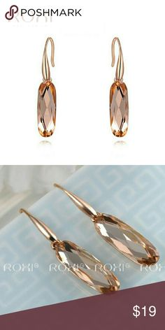 Roxi Oval Austrian Crystal Earrings #roxi #jewwelry #jewellry #brand #earrings #goldplated #rosegold #crystal #oval #elegant  Brand: ROXI  Type:Earrings  Item:2020122590  Gender: For Women  Material: Alloy,crystal Style:Elegant  Shape/Pattern:Oval  Weight: 8.2g  Size:3.7x0.7cm/each  Package Contents: 1 x Earrings(Pair)  MSRP:USD?19  Estimate Delivery Time -Shipping to USA within 14 work days  Shop Now -http:roxijewelry.storenvy.com -http://www.bonanza.com/RoxiJewelry  #shopping #freeship…