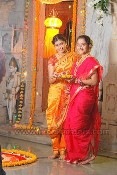 2 beauties in nauvari saree Indian Dresses, Indian Outfits, Kashta Saree, Nauvari Saree, Bollywood Posters, Beauty Full Girl, India Fashion, Photography Women, Indian Beauty
