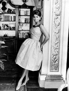 Just lovely - Sophia Loren Vintage Hollywood, Hollywood Glamour, Hollywood Stars, Hollywood Actresses, Classic Hollywood, Brigitte Bardot, Vanessa Redgrave, Elizabeth Taylor, Divas