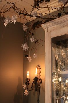 I love real candlelight.  It's so pretty against these greyish(?) walls and the stars/branches, too!  Magical.