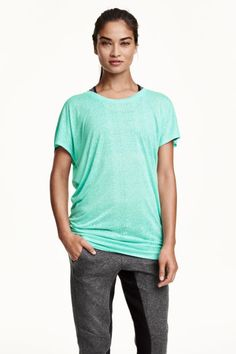 Sports top: Long sports top in fast-drying functional fabric with a burnout pattern, short sleeves, slightly wider neckline and elastication at the sides of the hem.