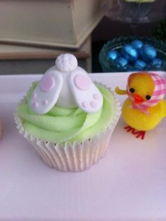 Cupcakes at a Easter Party #easter #partycupcakes