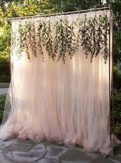 elegant-outdoor-wedding-backdrop-ideas-with-greenery-garland.jpg 600×810 pikseli