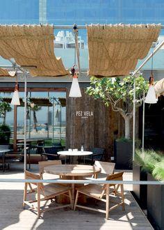 Le restaurant Pez Vela Plus Bar Interior Design, Restaurant Interior Design, Cafe Design, Best Interior, Beach Restaurant Design, Luxury Restaurant, Outdoor Restaurant, Restaurant Restaurant, Outdoor Spaces