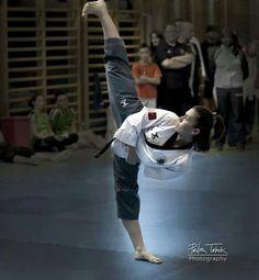 Side kick- Elif Yilmaz