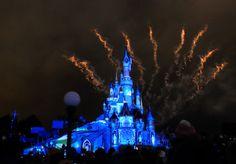 Ayer pasamos un buen día en #DisneylandParís. Pronto os contaremos en el blog lo positivo y lo negativo de este #ParquedeAtracciones #Disneyland #elviajemehizoami #Fantastic #Fantasy #castle #París