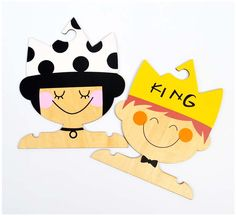 "Perchas ""King & Queen"". www.smartyfun.es #perchas #madera #king #queen #infantil #smartyfun"