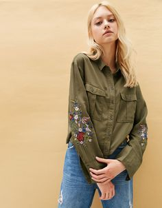 05ad18d000996c Tencel military shirt with floral embroidery