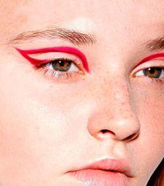 RED EYE-LINER, LA TENDENCIA DEL VERANO | Maple Magazine