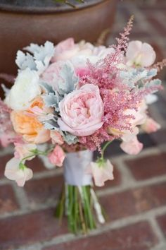 love the shabby chic-ness of this bouquet! #pastel #floralbouquet