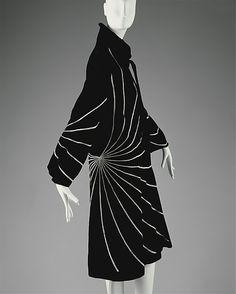 "1927 wool Evening coat by The House of Lanvin. Label: ""Jeanne Lanvin/Paris/Unis via The Metropolitan Museum of Art. 20s Fashion, French Fashion, Art Deco Fashion, Fashion History, Look Fashion, Timeless Fashion, Vintage Fashion, Classic Fashion, Fashion 2020"