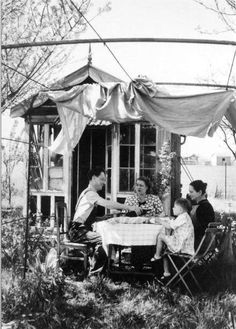 Lunch at the countryside Robert Doisneau