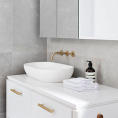 A luxurious touch to all bathrooms, our handmade concrete basins are available in a range of styles and fifteen beautiful hues. Available to be dispatched Internationally from our Warehouse in Burleigh Heads