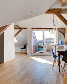In Dieser Modernen Edelstahl Küche Liegt Ein Dunkler, Fastu2026 | Die Schönsten  Parkettböden | Pinteu2026