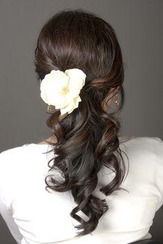 Perfect wedding ponytail {Photo: Aimee Lam Makeup Artist via Project Wedding}-standesamt