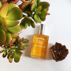 || L'Huile by CÎME|| Oils work wonders for you skin. L'Huile is a dry oil meaning it absorbs quickly into the skin. With a blend of 6 organic oils selected for their rich essential fatty acids, vitamins and antioxidants. ✔️rosehip oil ✔️sea buckthorn seed oil ✔️sesame seed oil nourishes, hydrates and regenerates our skin || ✔️apricot kernel oil ✔️dhatelo seed oil ✔️carrot extract gives our skin a healthy glow, strengthens our hair and makes it shiny.  Click the link in bio to get your hands…