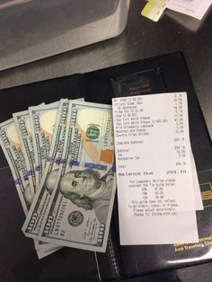 I wanna be able to have this kind of money to give a generous tip like this! Good servers most definitely deserve it! Make Money Today, How To Make Money, Faith In Humanity Restored Military, Best Server, Credit Card Hacks, Serving Others, Fake Pictures, Sweet Stories, Good Deeds