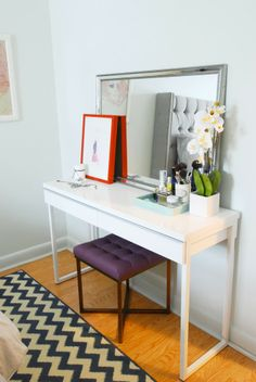 yes please, yes please, yes please!  A makeup table that's not too precious.  Fantastic!!  Rambling Renovators: #RockTheRental: A Bedroom For Her