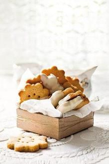 Almond Biscuits dipped in white chocolate Biscotti Cookies, Milk Cookies, Almond Cookies, No Bake Cookies, Cake Cookies, Cupcakes, Biscuits, English Food, Biscuit Recipe