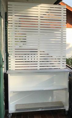 DIY: Build a mobile plant shelf with privacy screen yourself - Innen Garten - Eng Garage Door Window Inserts, Custom Garage Doors, Garage Door Windows, Garage Door Design, Custom Garages, Diy Garage, Windows And Doors, Garage Kits, Garage Ideas
