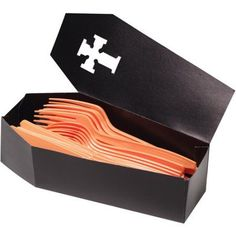Your guests will drop dead when they see what the cutlery is stored in! Our Silverware Caddy Coffin is perfect for Halloween party! Features a cardstock coffin table decoration. Measures x Includes 3 coffins per package. Halloween Party Supplies, Halloween Food For Party, Easy Halloween, Halloween Treats, Halloween Birthday, Halloween 2020, Halloween Cubicle, Hallowen Party, Zombie Party