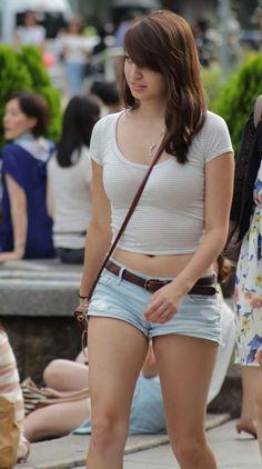【画像】とんでもなくHな格好で歩く女性現る!!!!!!!!! | ワロタニッキ