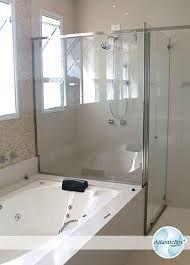 Resultado de imagem para banheiros simples com banheira