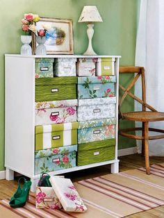 rangement boîtes et papier peint