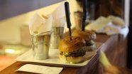 Best hamburgers in town! And the whole menu for $4.95! Photo Restaurant, Trois Rivieres, Order Food Online, St Joseph, Summer Fun, Menu, Qc Canada, Ethnic Recipes, Hamburgers