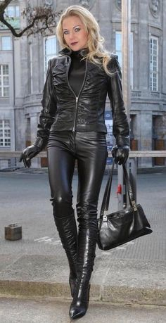 leatherheaven: 2017-04-20_04-07-43 (via taitchuk)