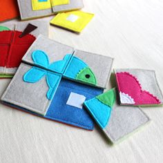 Small felt puzzle squares for quiet book Diy Quiet Books, Baby Quiet Book, Felt Quiet Books, Sewing Projects For Kids, Sewing For Kids, Diy For Kids, Sewing Toys, Baby Sewing, Sewing Crafts