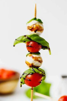 Caprese Skewers With Balsamic Glaze Recipe - light and fresh Caprese salad on a stick. Party style appetizer made with just four main ingredients and wooden skewers. Finger Food Appetizers, Healthy Appetizers, Appetizers For Party, Appetizer Recipes, Charcuterie, Bruschetta, Balsamic Glaze Recipes, Gourmet Recipes, Cooking Recipes