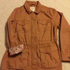Old Navy jacket Cute Old Navy jacket. Can roll sleeves up or have down. You can also cinch in waist with inside ties. Zips up and buttons up. Almost brand new!  Size Large Old Navy Jackets & Coats Utility Jackets