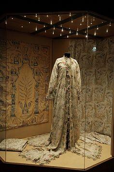 An Ottoman Costume Sadberk Hanım Museum pinned from  http://www.aplusyasam.com/sanat/sergi/505-el-emegi-goz-nuru-osmanli-islemeleri