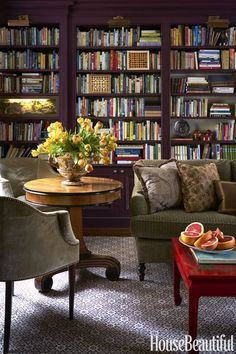 Home Library with an English flair in a Manhattan apartment by interior designer ! Beautiful book shelf color by… Home Library Design, House Design, Design Desk, Cosy Home, Library Room, Dream Library, Manhattan Apartment, Home Libraries, Public Libraries