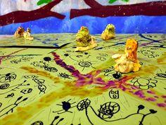 Cestičky hlemmýžďů v trávě. Vytvořili předškoláci v našem výtvarném studiu. Studios, Painting, Art, Art Background, Painting Art, Kunst, Studio, Paintings, Performing Arts