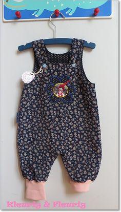 Babykleding meisje herfst/winter: Donkerblauw gebloemd ribfluwelen hansopje maat 62. Als je nu pint, kom je dan straks even kijken?