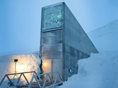 The Svalbard Global Seed Vault (Norwegian: Svalbard globale frøhvelv) is a secure seedbank located on the Norwegian island of Spitsbergen near the town of Longyearbyen in the remote Arctic Svalbard archipelago, about kilometres mi) from the North Pole. Doomsday Bunker, Assurance Vie, Longyearbyen, Survival Blog, Seed Bank, Vaulting, Planting Seeds, Wonders Of The World, Zombies