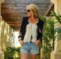"""Jennifer of Belle de Couture in #Levis501 #cutoffshorts in """"Slash"""" // #Equipped for summer! #Levis"""