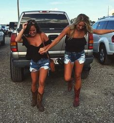 15 Things All Country Girls Know How To Do True besides the fake country girls in the pictures