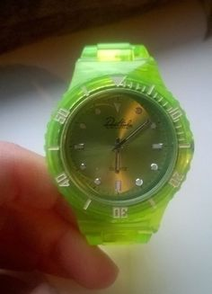 Kupuj mé předměty na #vinted http://www.vinted.cz/doplnky/hodinky/11496525-zelene-vyrazne-hodinky