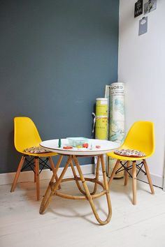La chaise DSW Baby jaune table rotin - Home Decor Idea Eames, Chaise Dsw, Kids Workspace, Fashion Room, Kid Spaces, Interior Design Inspiration, Soft Furnishings, Boy Room, Decoration