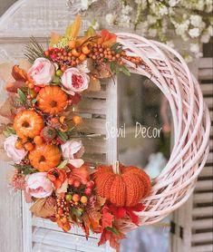 Fall Wood Crafts, Decor Crafts, Autumn Wreaths, Christmas Wreaths, Halloween Decorations, Christmas Decorations, Flower Template, Door Wreaths, Fall Halloween